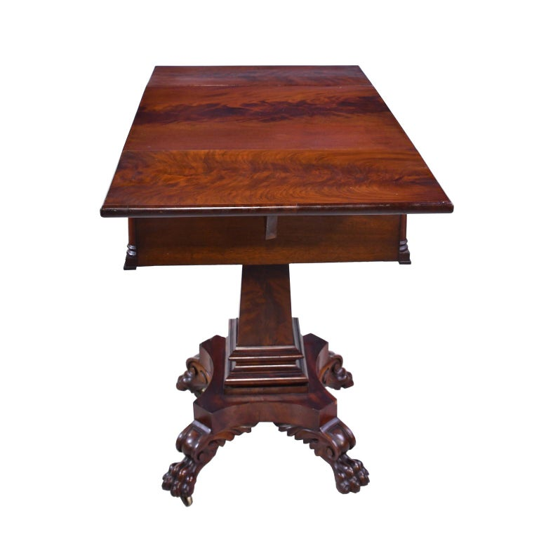 Federal Work Table in Mahogany Attributed to Isaac Vose, Boston, circa 1820 For Sale 2