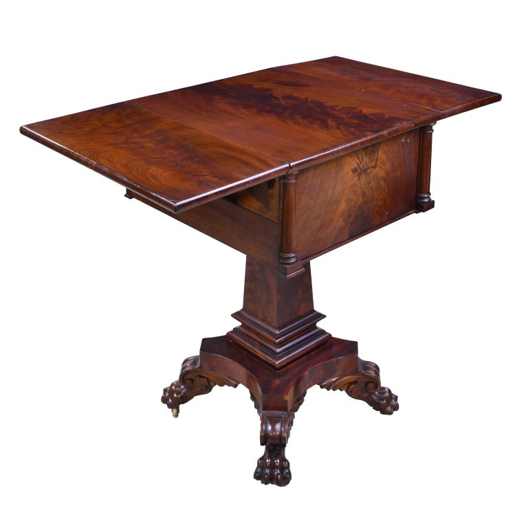 Federal Work Table in Mahogany Attributed to Isaac Vose, Boston, circa 1820 For Sale 3