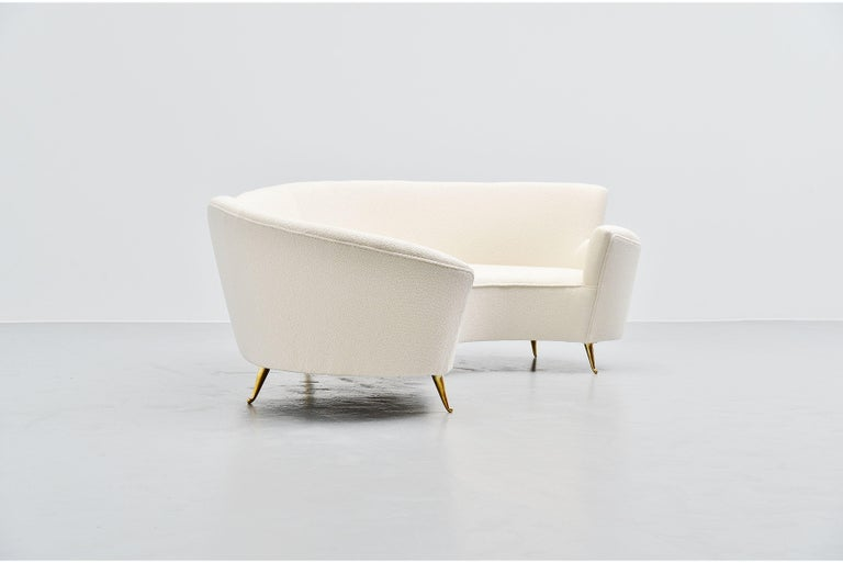 Federico Munari Curved Lounge Sofa, Italy, 1960 In Good Condition For Sale In Roosendaal, Noord Brabant