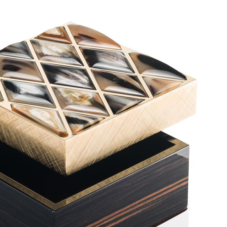 Designed to ensure your most valued trinkets are kept organized and safe, our Fedora box makes the perfect home for all your treasures and keepsakes. Fashioned from glossy ebony, the box is distinguished by an exquisite lid boasting gorgeous