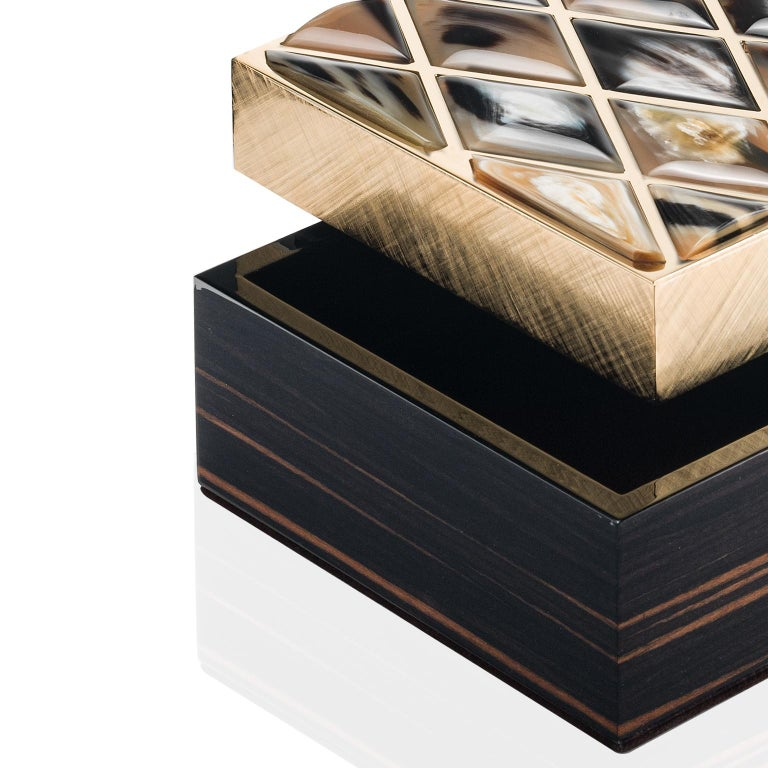 Polished Fedora Box in Glossy Ebony, Corno Italiano and 24-K Gold-Plated Brass, Mod. 1695 For Sale