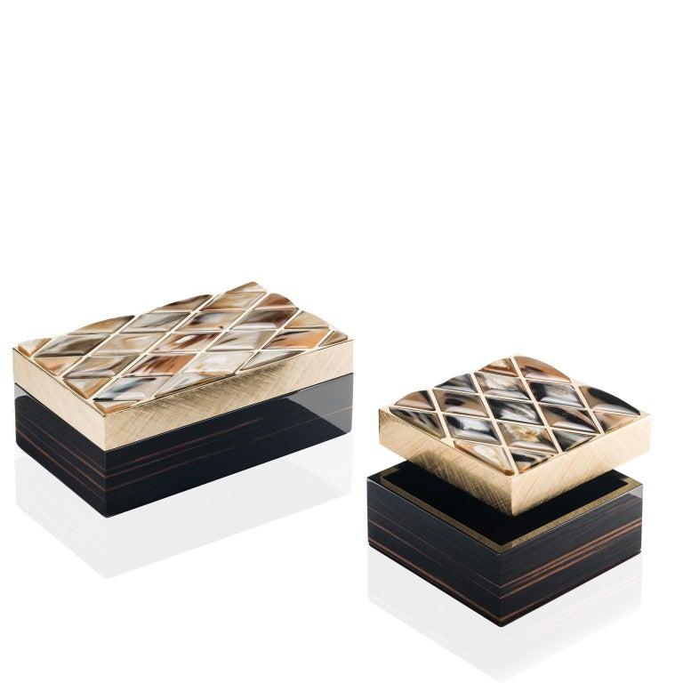 Fedora Box in Glossy Ebony, Corno Italiano and 24-K Gold-Plated Brass, Mod. 1695 In New Condition For Sale In Recanati, Macerata