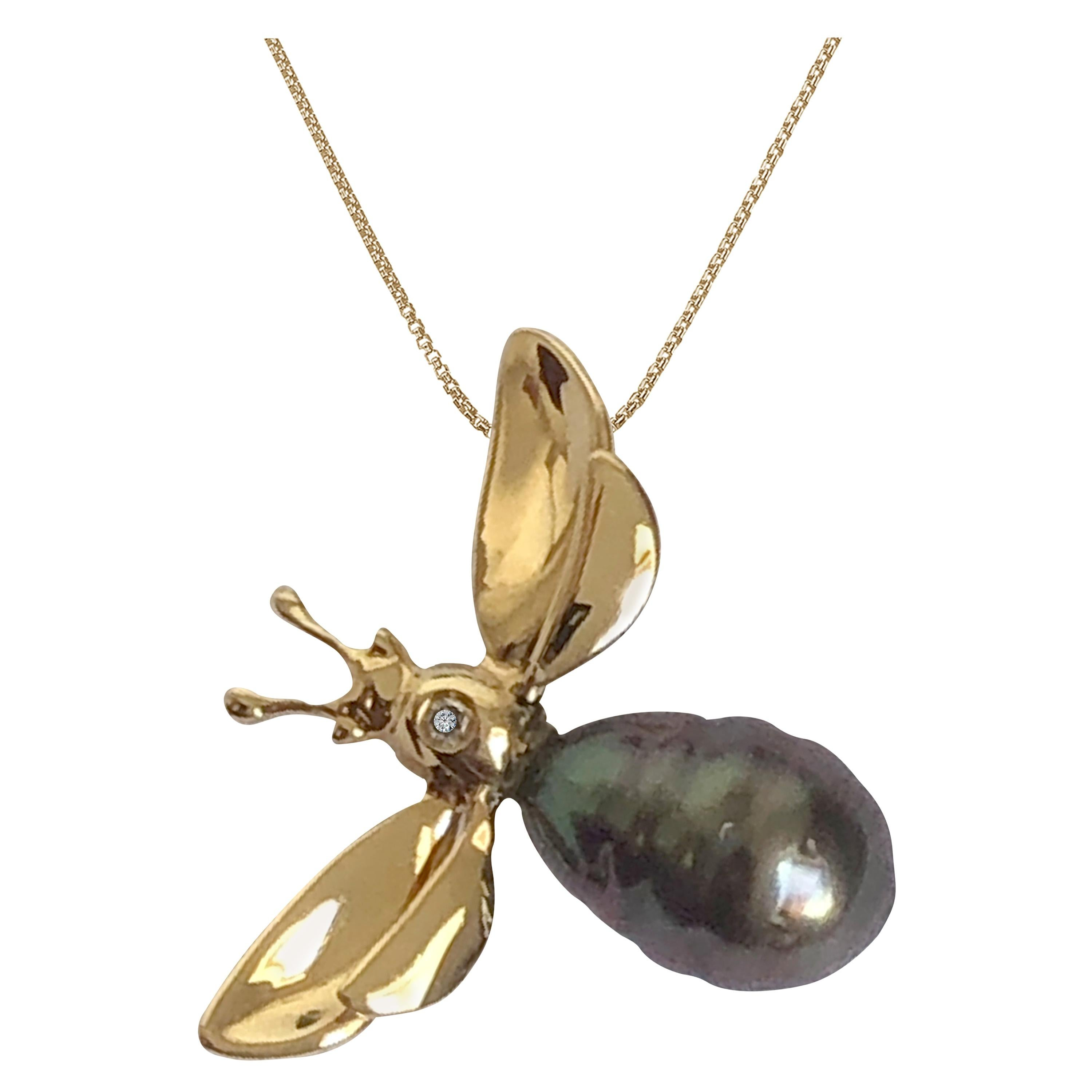 Fei Liu Bee Pearl Diamond 18 Karat Yellow Gold Pendant Necklace