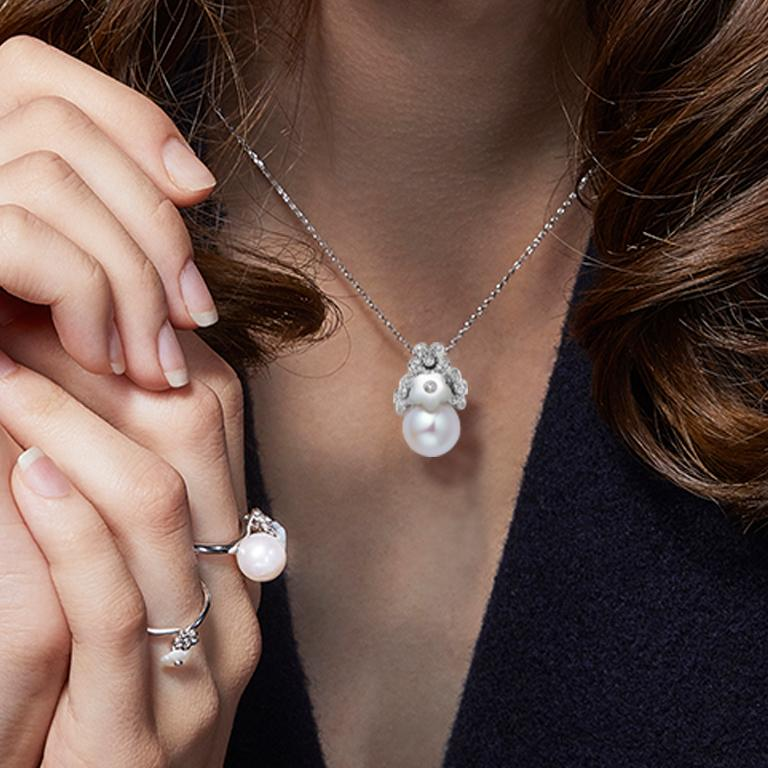 Description: Alyssum flower cluster pendant with 0.11ct diamond-set flowers, a flower shaped white mother of pearl and a round freshwater pearl. Set in 18ct white gold with a high polish.  Inspiration: The Alyssum Collection is a gold collection set