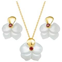 Russian Nephrite Orchid Garnet 14 Karat Yellow Gold Necklace Earrings Set