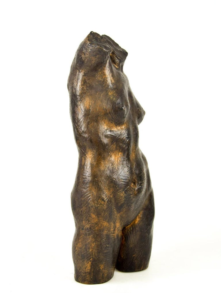 This female bust is an original bronze sculpture realized in the 1930s by Aurelio Mistruzzi  Signature of the artist engraved on the lower part of the sculpture. Numbered on the lower part. 35/100.  Collect this very important specimen realized