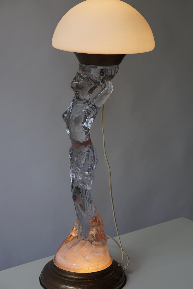 Female Nude Table Lamp in Glass and Brass For Sale 4