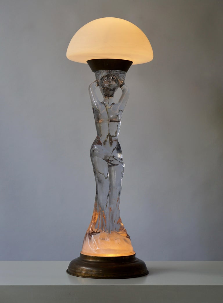 Female Nude Table Lamp in Glass and Brass In Good Condition For Sale In Antwerp, BE