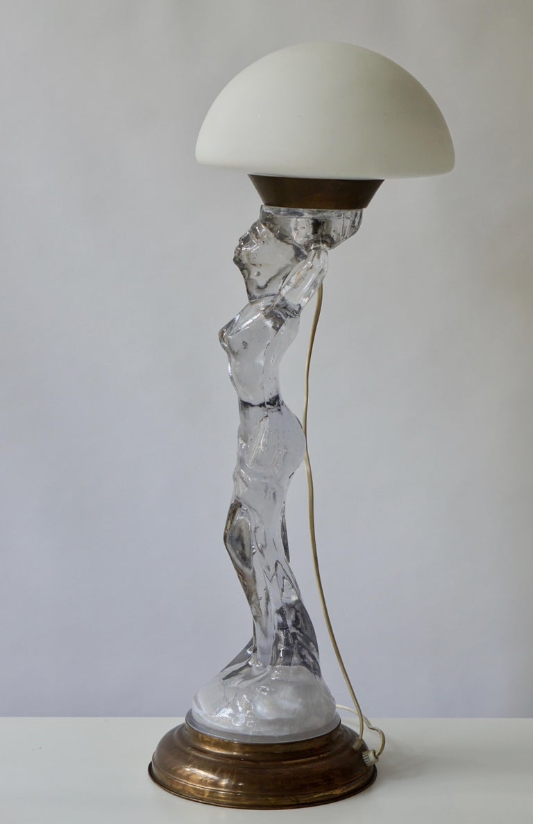 Female Nude Table Lamp in Glass and Brass For Sale 1