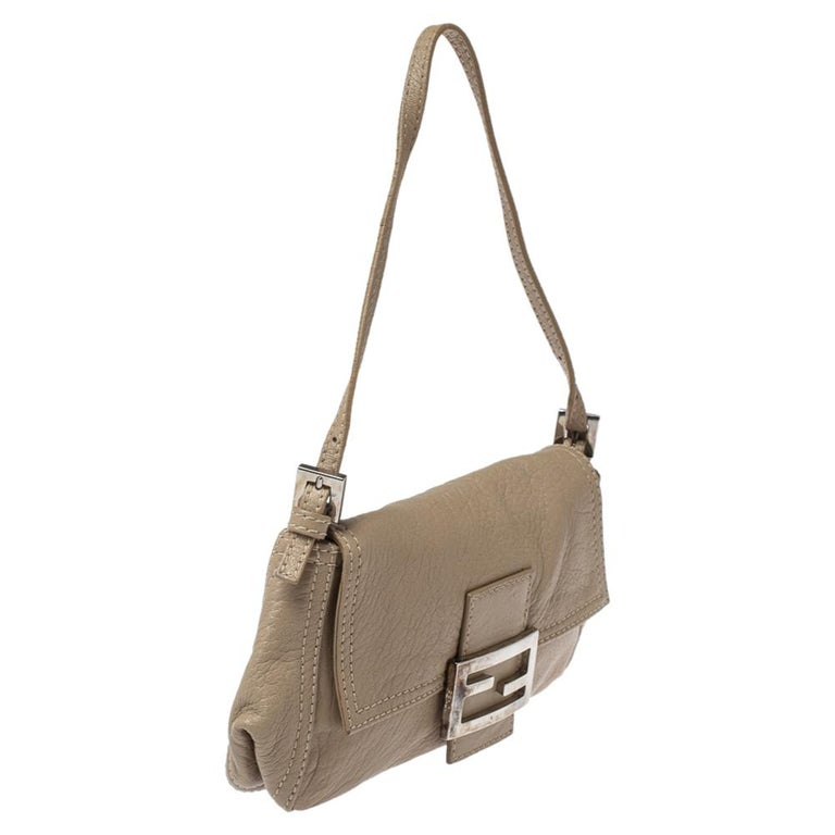 Women's Fendi Beige Leather Baguette Shoulder Bag For Sale