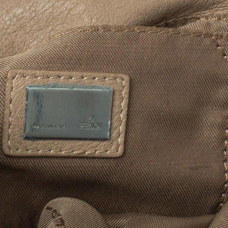 Fendi Beige Leather Baguette Shoulder Bag For Sale 3
