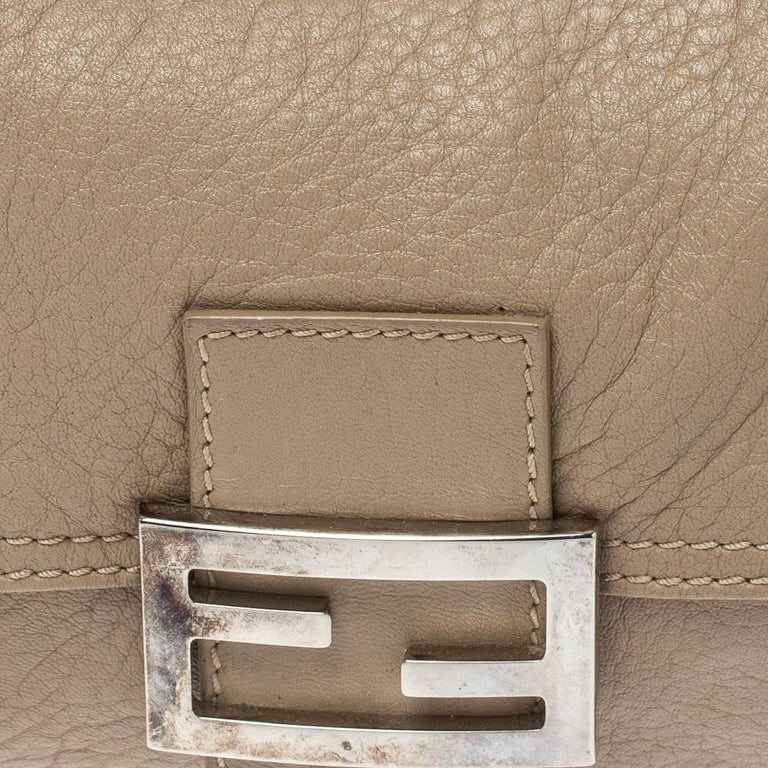 Fendi Beige Leather Baguette Shoulder Bag For Sale 5