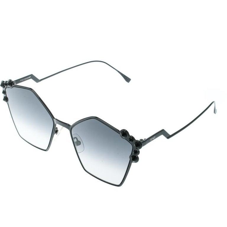 Fendi Black / Grey Gradient FF 0261/S Spike Studded Can Eye Geometric Sunglasses In Good Condition For Sale In Dubai, Al Qouz 2