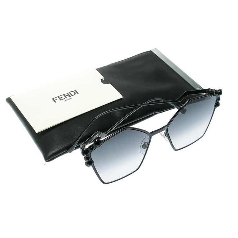 Fendi Black / Grey Gradient FF 0261/S Spike Studded Can Eye Geometric Sunglasses For Sale 3