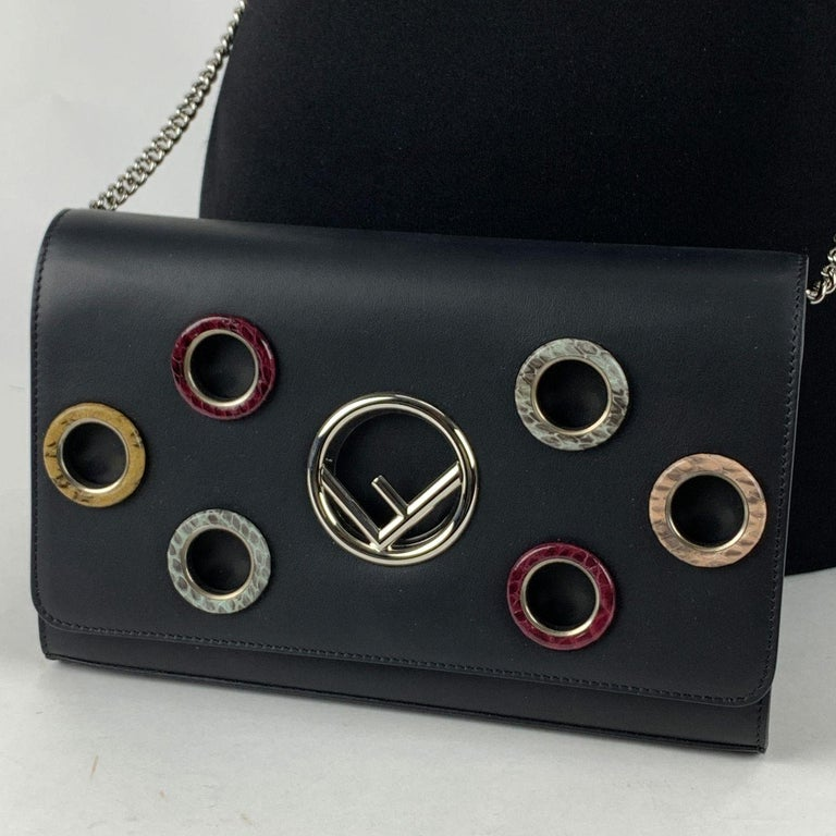 Fendi Black Leather Kan I Wallet On Chain WOC Clutch Bag In Excellent Condition For Sale In Rome, Rome
