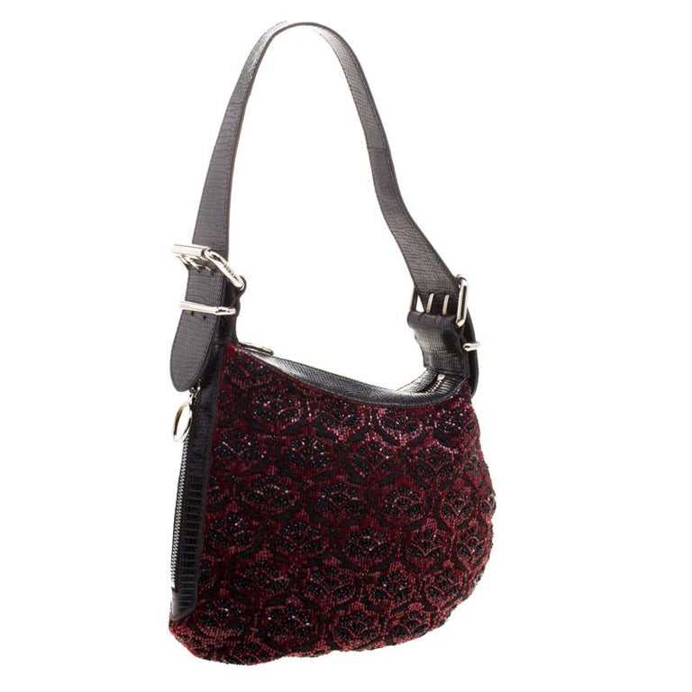 Fendi Black/Red Lizard Skin and Beaded Fabric Oyster Hobo In Good Condition For Sale In Dubai, AE