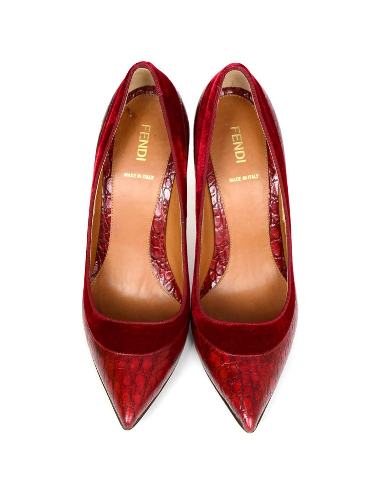 Fendi Burgundy Croc Embossed Pointed Toe Pumps w/ Velvet Trim sz 39 rt $790  In Excellent Condition In New York, NY