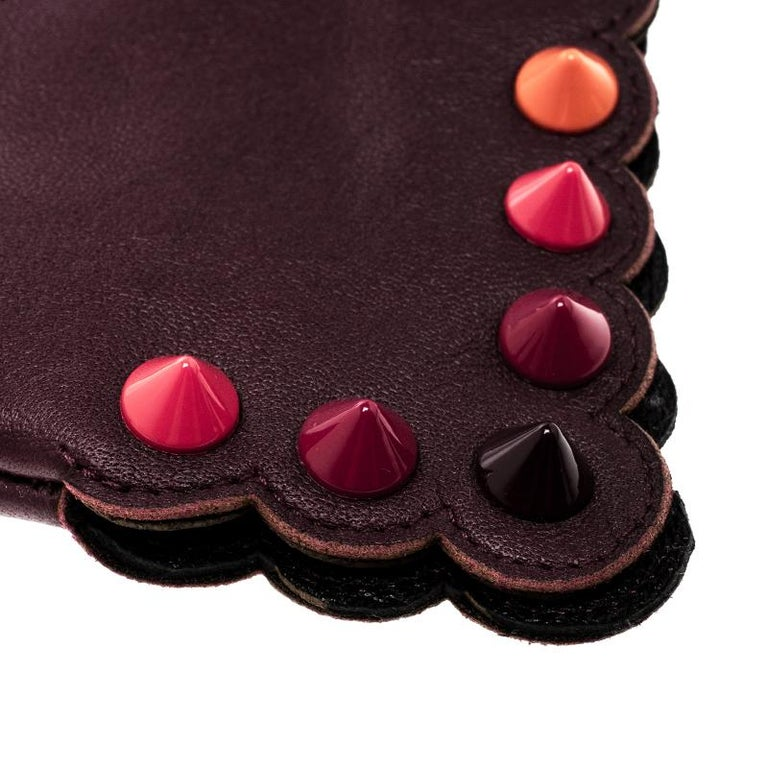 Fendi Burgundy Leather Studded Gloves Size M In New Condition For Sale In Dubai, Al Qouz 2
