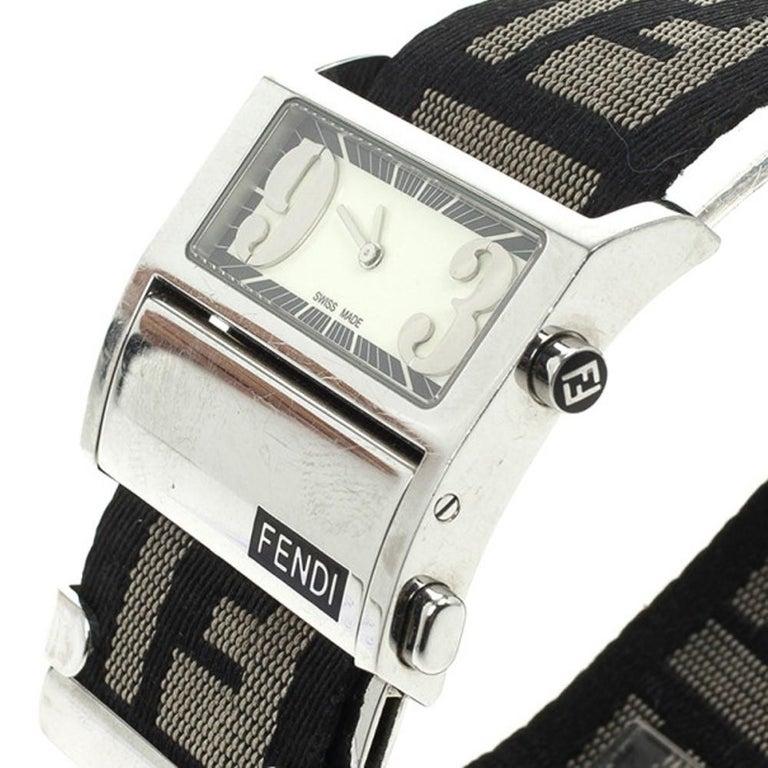 Fendi Cream Zip Code Womens Wristwatch 32 MM In Good Condition For Sale In Dubai, Al Qouz 2