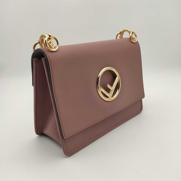 - Designer: FENDI - Model: Kan I - Condition: Very good condition. Few scratches - Accessories: Dustbag - Measurements: Width: 26cm, Height: 19cm, Depth: 11cm - Exterior Material: Leather - Exterior Color: Pink - Interior Material: Suede - Interior