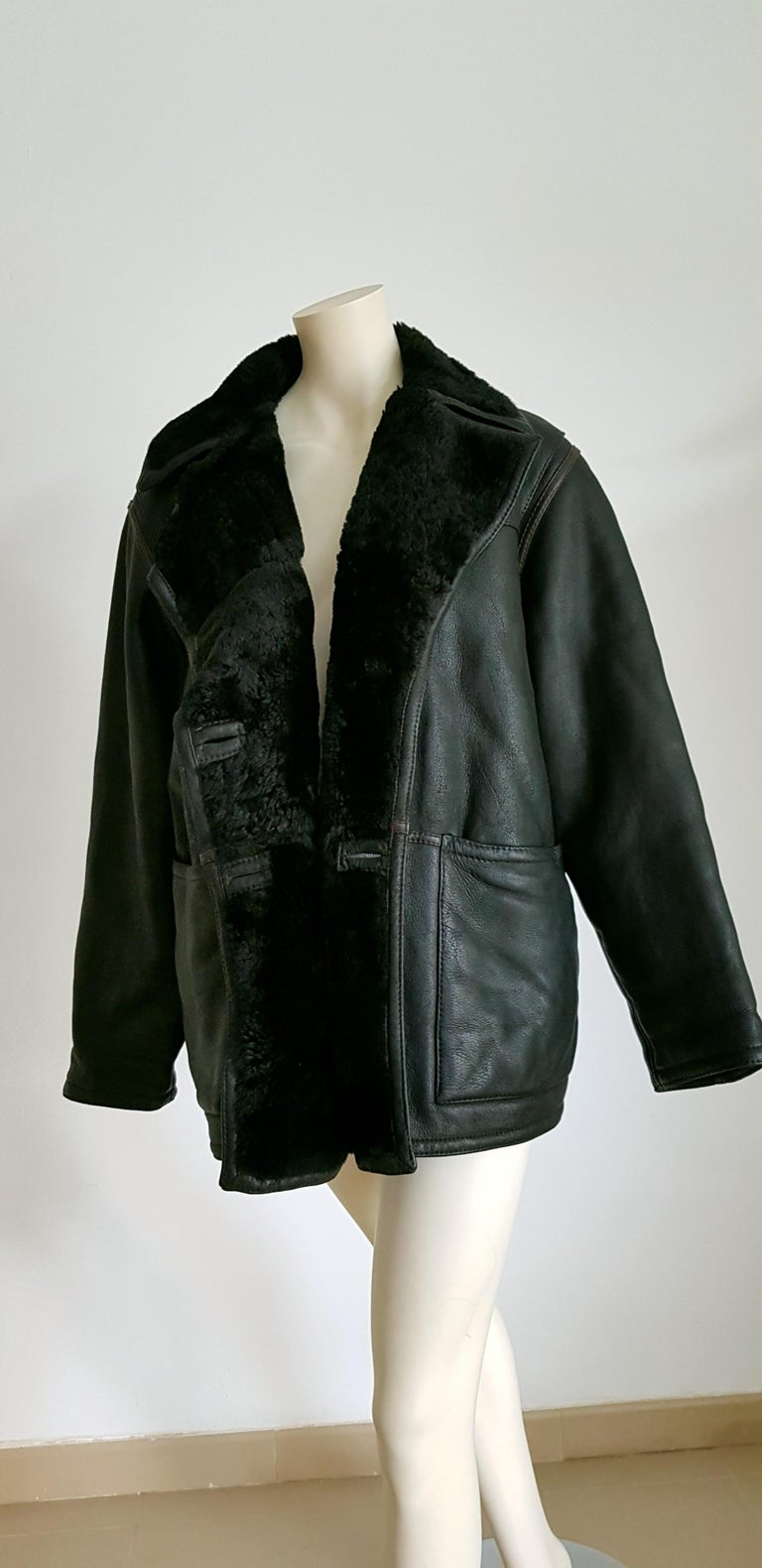 FENDI black leather with brown stitched stripes shearling collar jacket coat - Unworn, New  SIZE: equivalent to about Small / Medium, please review approx measurements as follows in cm: lenght 82, chest underarm to underarm 65, bust 120, shoulder