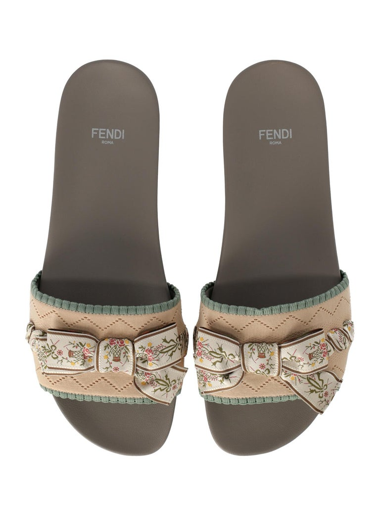 Fendi Woman Slippers Beige, Green IT 39 In Excellent Condition For Sale In Milan, IT