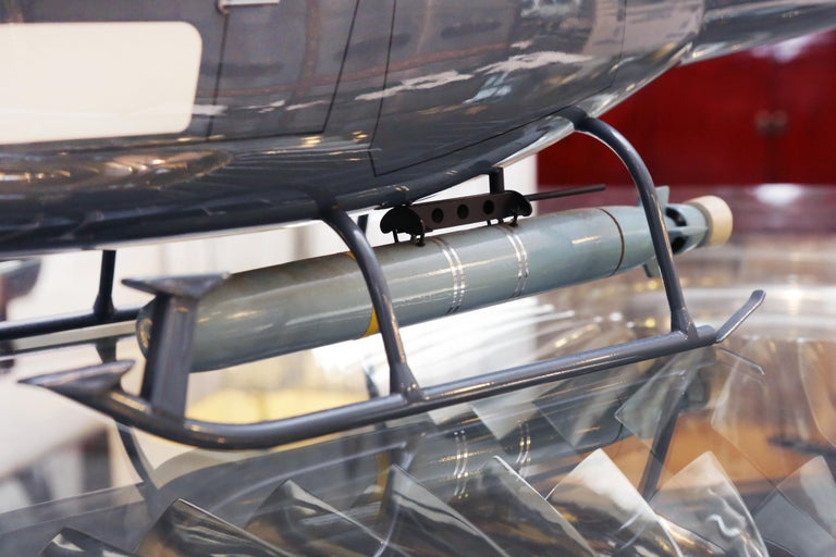 Fennec AS555 Helicopter Model with Transport Box In Excellent Condition For Sale In Paris, FR