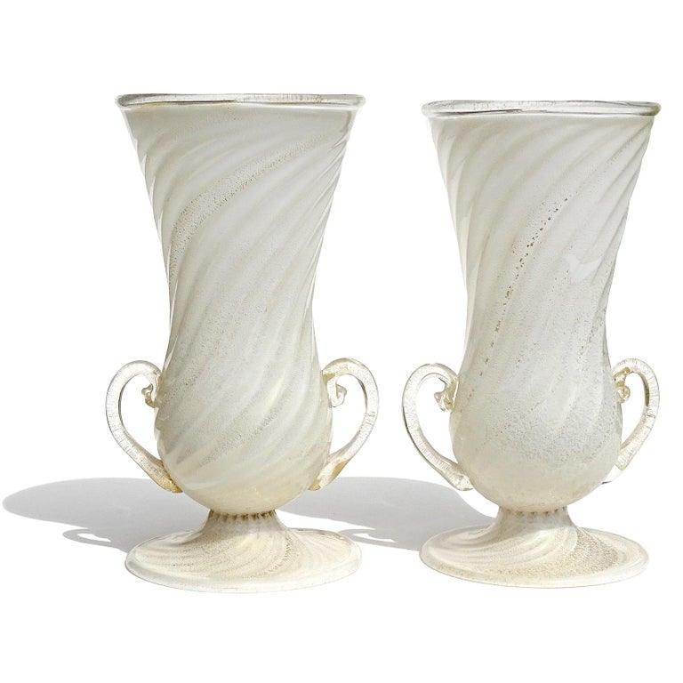 Hand-Crafted Ferro Toso Barovier Murano White Gold Flecks Italian Art Deco Glass Flower Vases For Sale