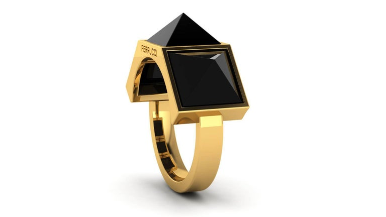 Black Onyx Three Pyramids in 18k Yellow Gold Ring  In New Condition For Sale In Lake Peekskill, NY