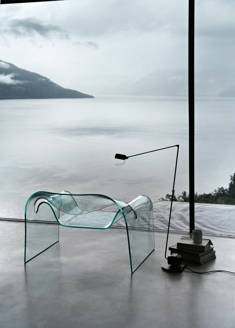 Monolithic chair in 12 mm thick curved glass.