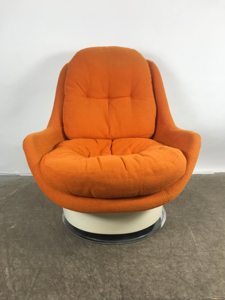Extremely rare fiberglass Space Age tilt /swivel lounge chair, Milo Baughman ,Thayer Coggen, retains original orange wool fabric, also retains original Thayer Coggen label, hand delivery avail to New York City or anywhere en route from Buffalo, NY.