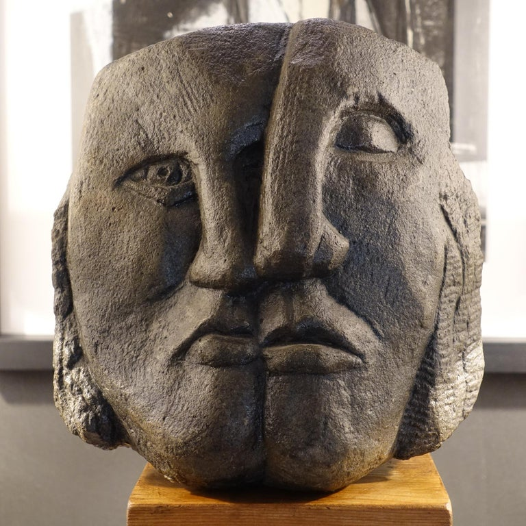 Figurative Concrete Sculpture Picasso Style, Wood Base, Italy, circa 1980s In Good Condition For Sale In Firenze, IT
