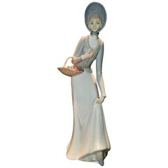 Figurine by Porcelanas Miguel Requena of to the Market