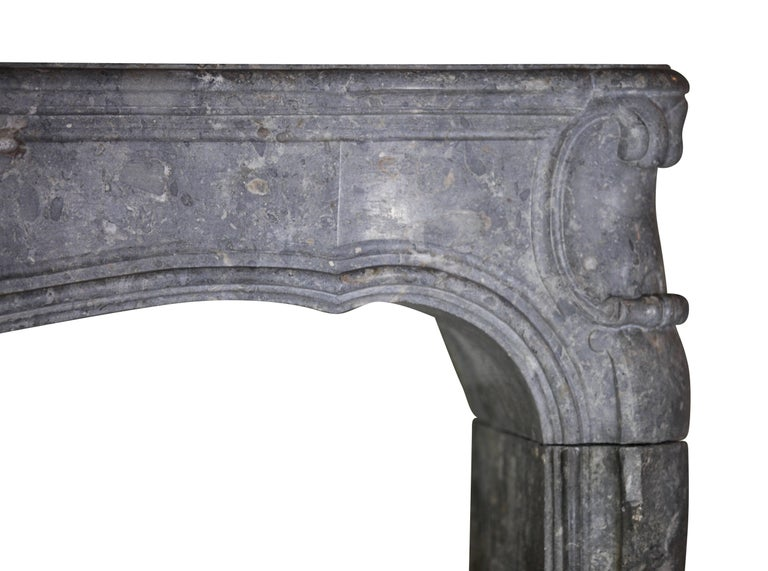 Fine 18th Century French Antique Fireplace Surround in Bicolor Burgundy Stone For Sale 4