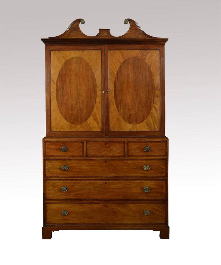 Fine 18th Century George III Period Mahogany Gentleman's Cabinet on Chest In Good Condition For Sale In Cheshire, GB