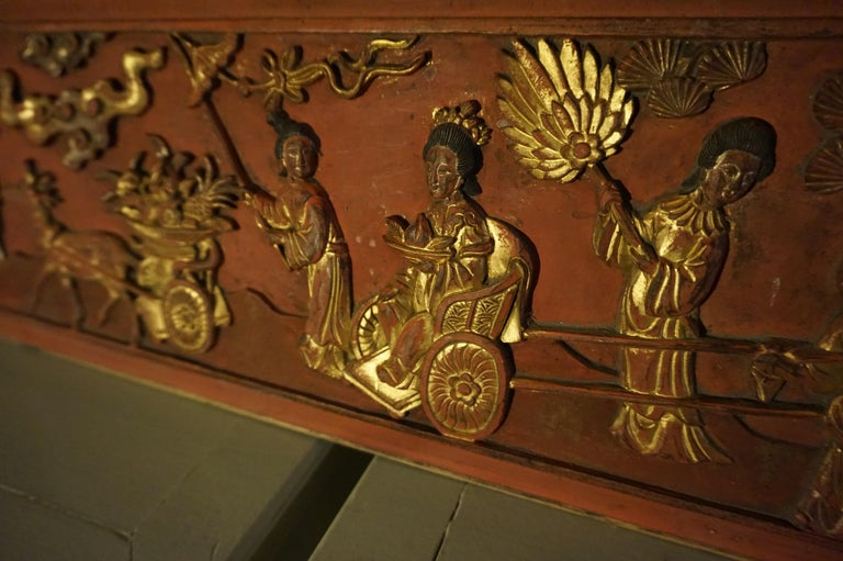 Fine 19th Century Carved Chinese Gilded Wall Plaque Panel In Good Condition For Sale In Vancouver, British Columbia