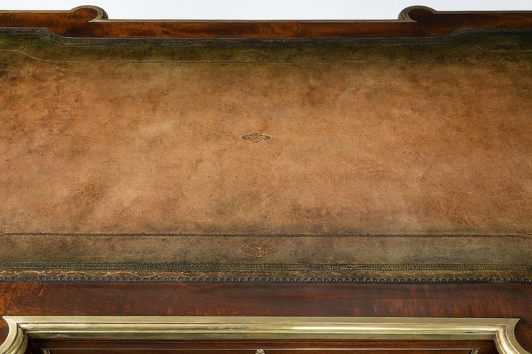 Fine 19th Century Gillows Brass-Mounted Mahogany Pedestal Desk For Sale 7