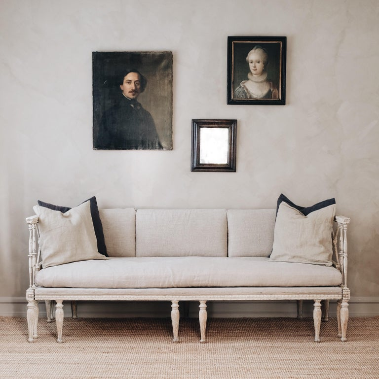 Fine 19th century late Gustavian daybed sofa in its original color and fine carvings, circa 1810 Stockholm, Sweden. Attributed to Ephraim Stahl, (1767-1820). Supplier to the Royal Court and one of the most sophisticated and inventive makers of his