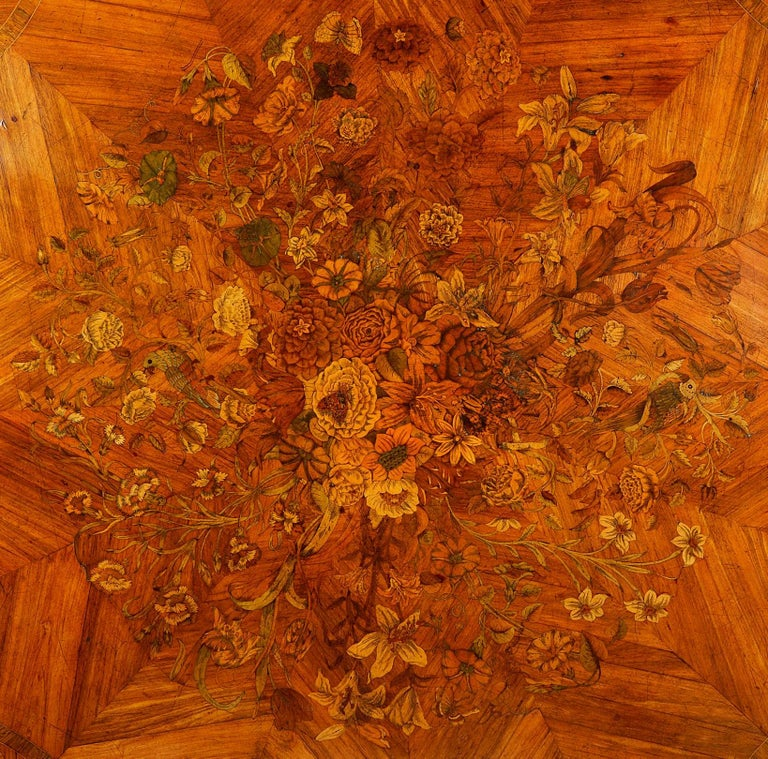 Veneer Fine 19th Century Marquetry Inlaid Centre Table For Sale