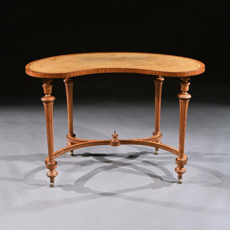 Fine 19th Century Satinwood Kidney Shape Side Writing Table In Good Condition For Sale In Benington, Herts
