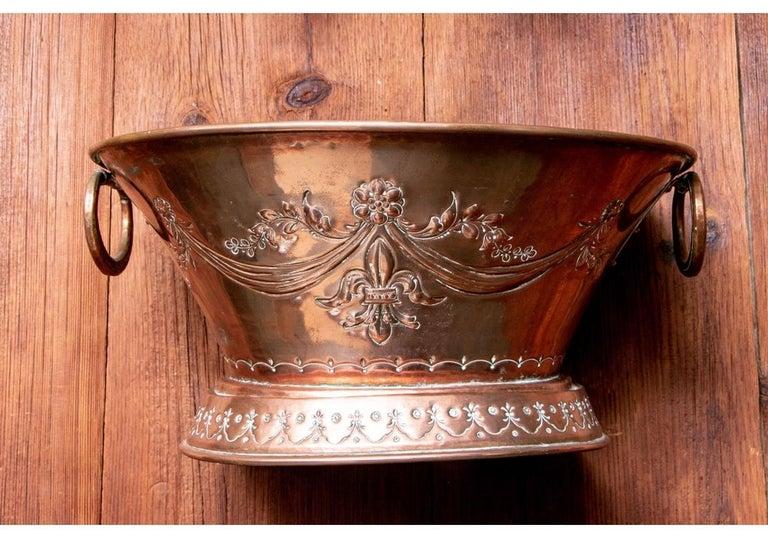 Fine and Decorative 19th Century French Repoussé Copper Lavabo For Sale 5