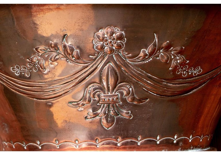Fine and Decorative 19th Century French Repoussé Copper Lavabo For Sale 3