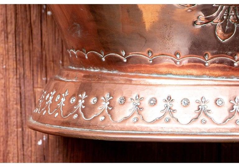 Fine and Decorative 19th Century French Repoussé Copper Lavabo For Sale 4