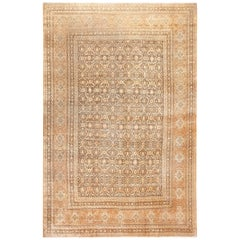Fine and Decorative Antique Persian Tabriz Rug. Size: 10 ft x 15 ft 2 in