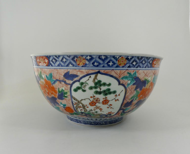 Fired Fine and Large Imari Bowl Decorated with Fish, circa 1680, Genroku Period For Sale