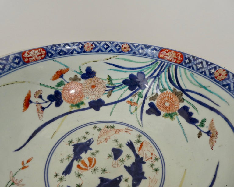 17th Century Fine and Large Imari Bowl Decorated with Fish, circa 1680, Genroku Period For Sale