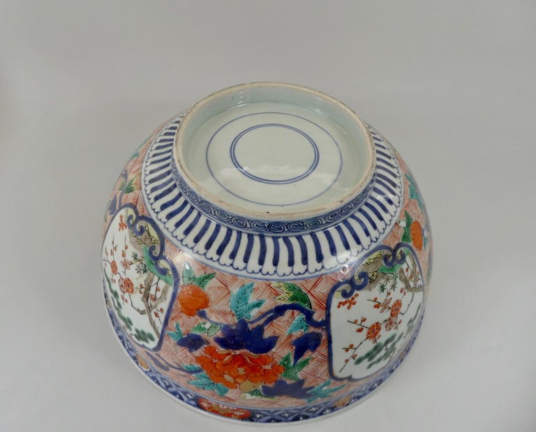 Fine and Large Imari Bowl Decorated with Fish, circa 1680, Genroku Period For Sale 1