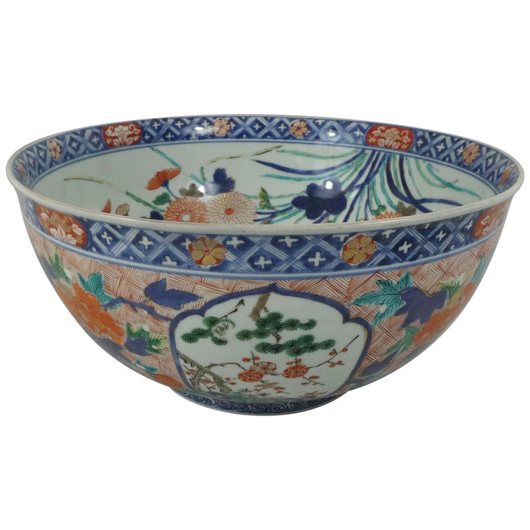 Fine and Large Imari Bowl Decorated with Fish, circa 1680, Genroku Period For Sale