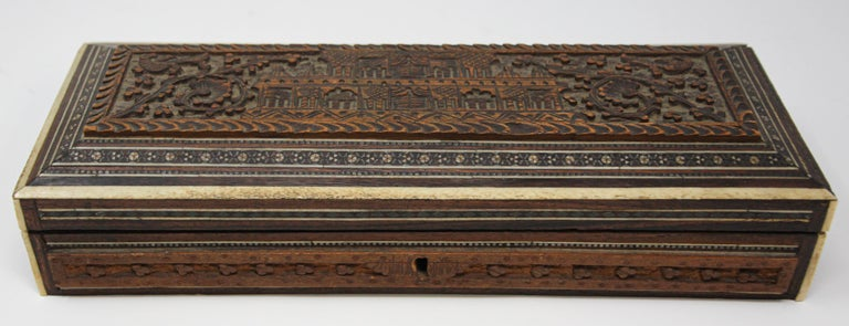 Fine Antique Anglo Indian Mother Carved Box In Good Condition For Sale In North Hollywood, CA
