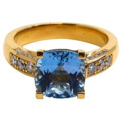 Fine Aquamarine Solitaire 18 Karat Gold Cocktail Ring